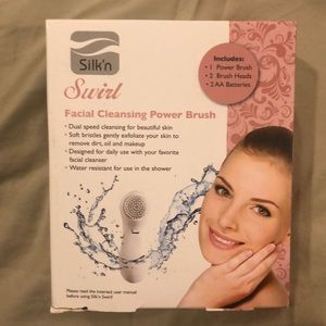 Swirl Facial cleansing Brush New In Box. Battery.